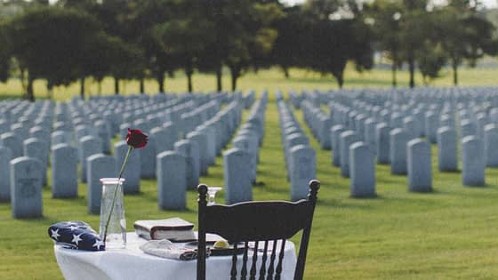 Memorial Day Centerpieces • Decorating Ideas for Inspiration